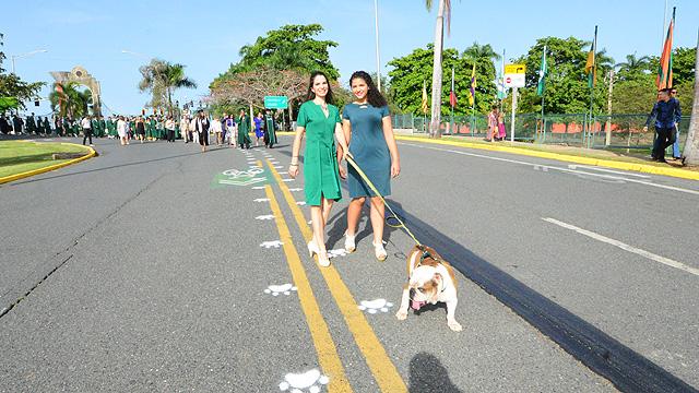 Mascota Tarzán en desfile sesión de la mañana