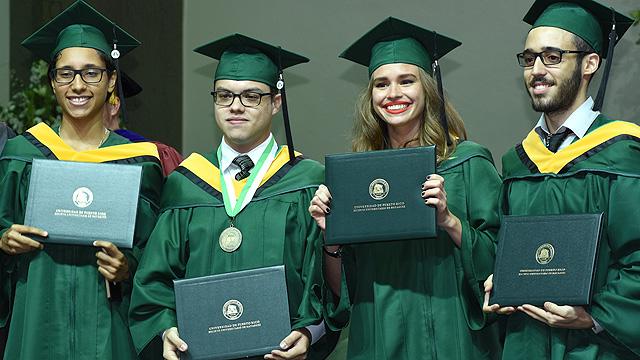 Diplomas en la sesión de la tarde