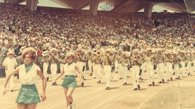 Desfile en las Justas de la LAI.