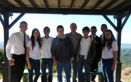 Estudiantes de CROEM junto al Dr. Craig Wilson