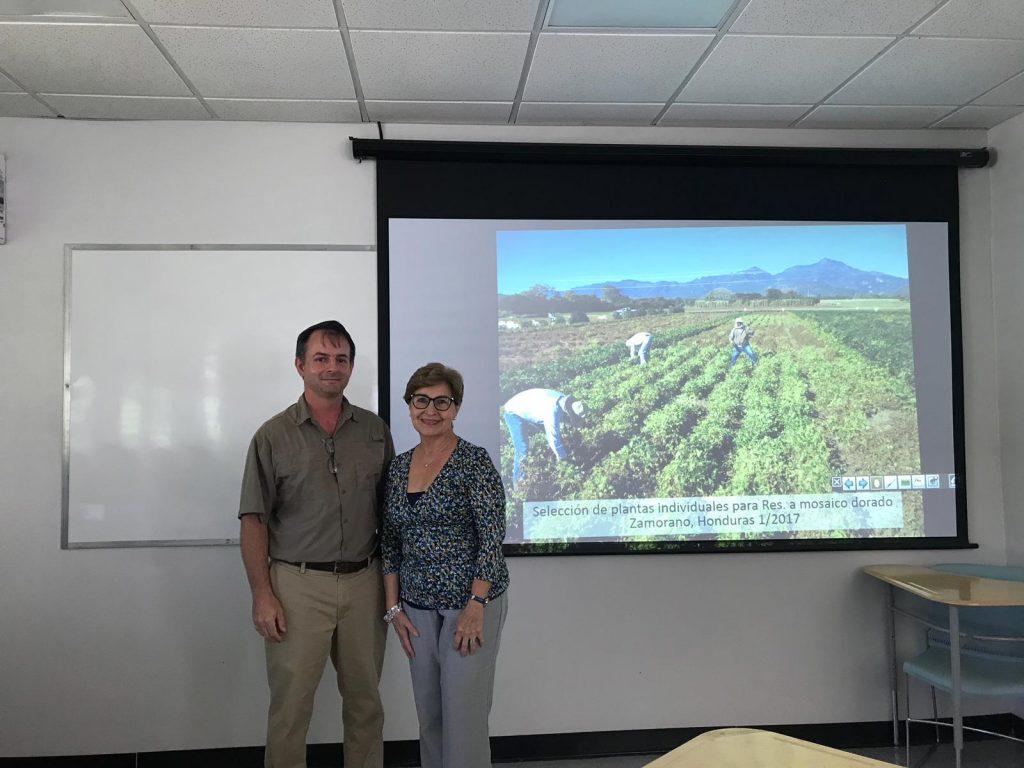 Dr. Tim Porch y Lydia I. Rivera Vargas, Ph.D.
