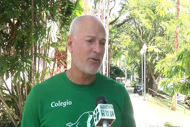 Ray Quiñones, director de Actividades Atléticas del RUM, exaltó la labor de los jóvenes de Huella Deportiva.<br>Captura de pantalla